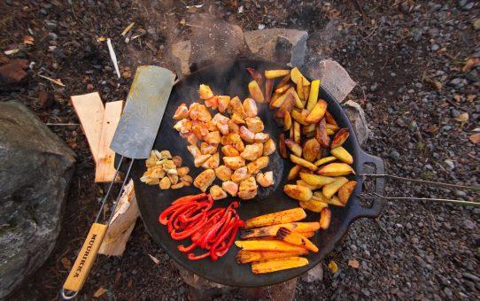Country-Kartoffel mit Hähnchen und Gemüse von der Muurikka